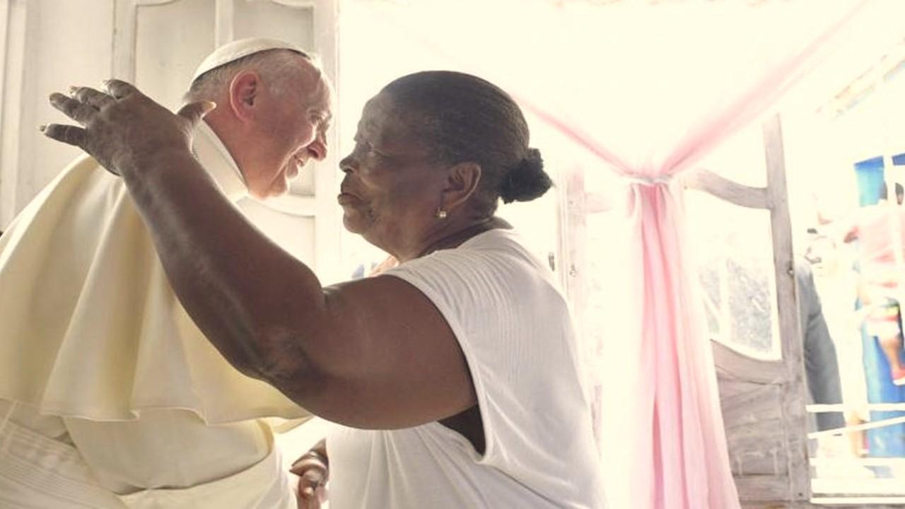 El emotivo encuentro del Papa con Lorenza en Cartagena