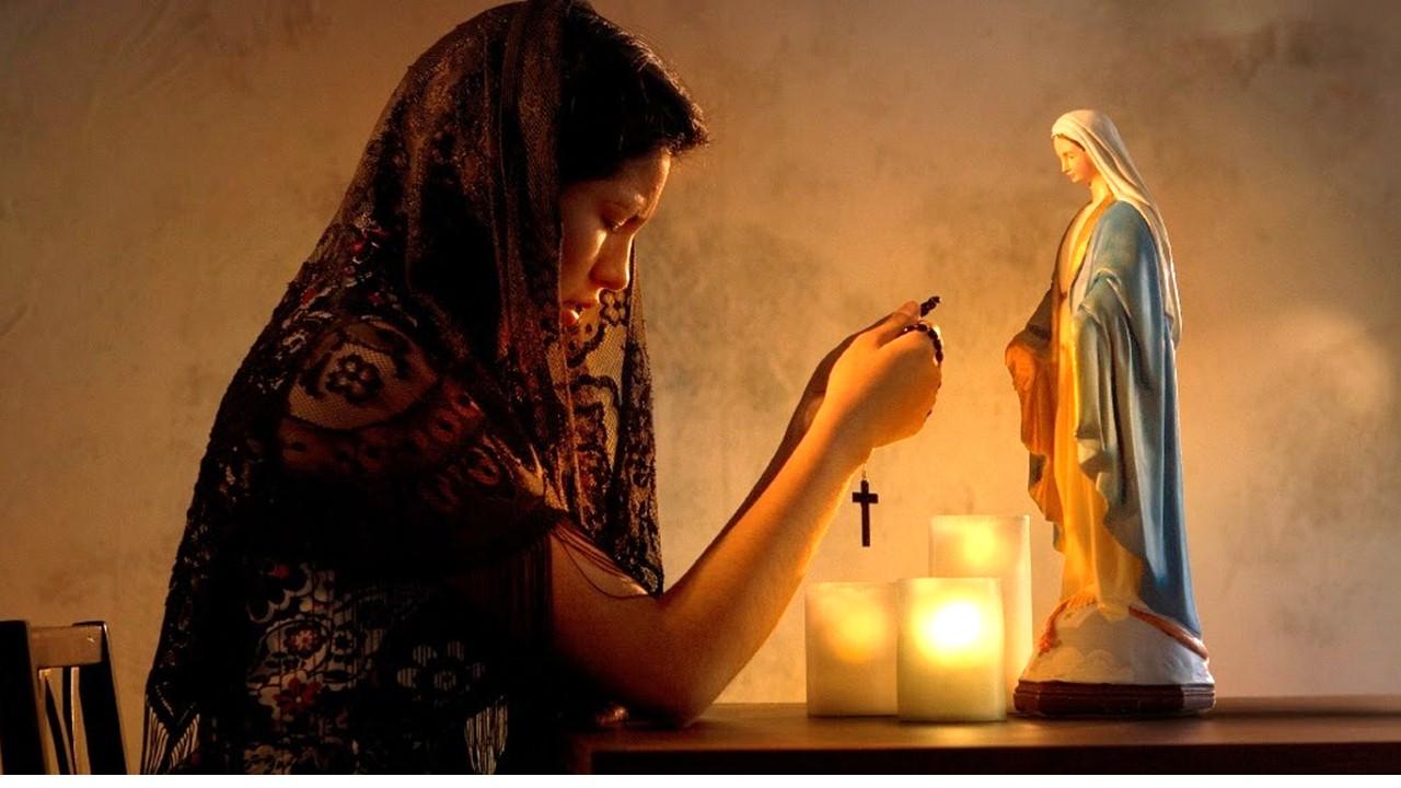 Si Jesús es el único mediador entre Dios y los hombres ¿Por qué le pedimos a los Santos?