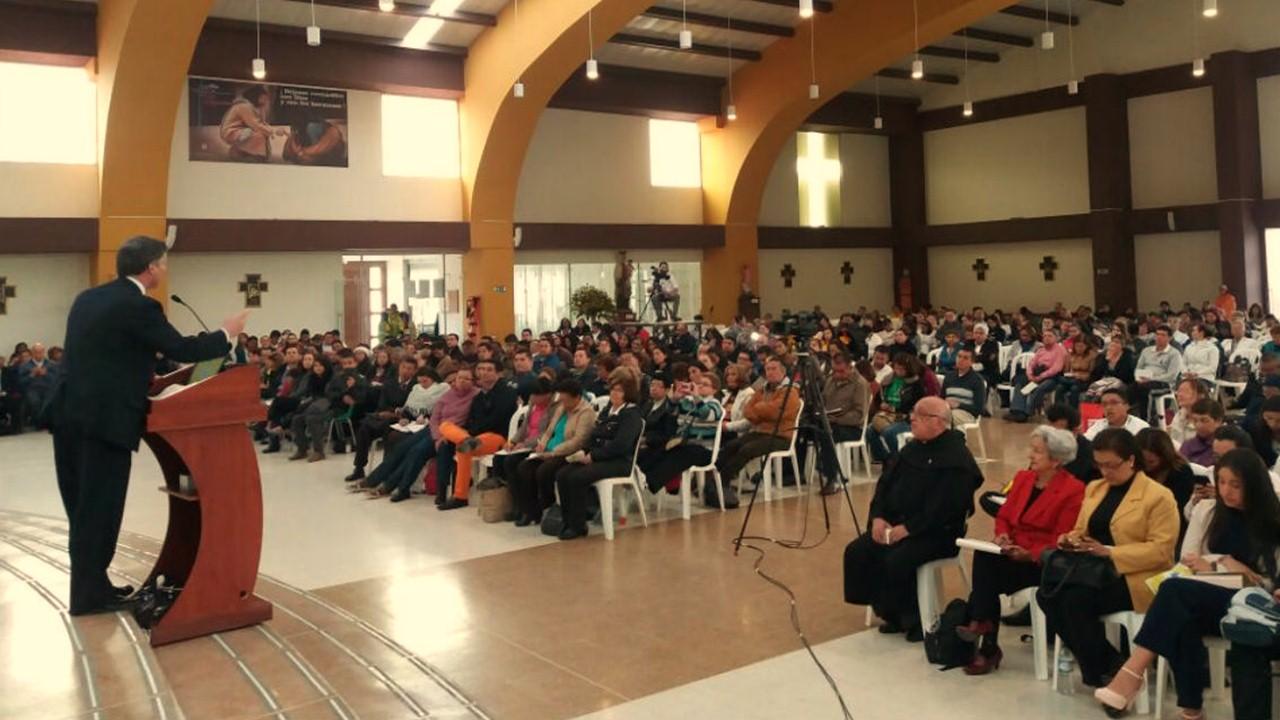 Asi estuvo el Simposio de Familia en la Uniagustiniana