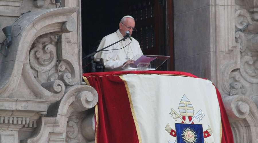 papa francisco angelus, peru, plaza de armas